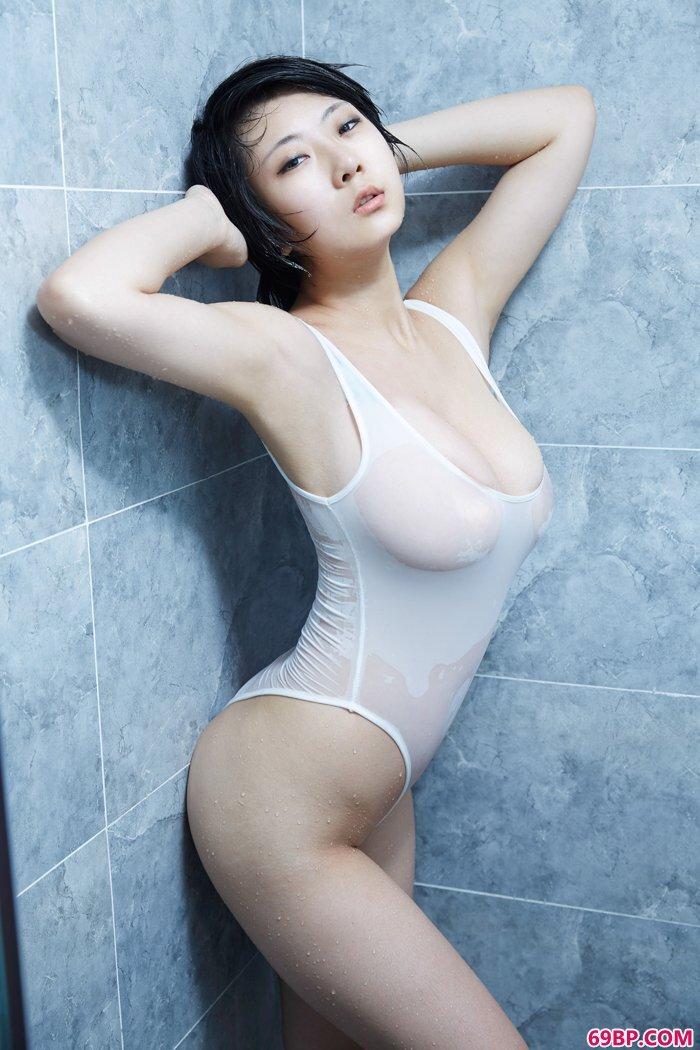 精品淑女雨瞳湿身诱惑爆乳依稀可见_美女洗澡图