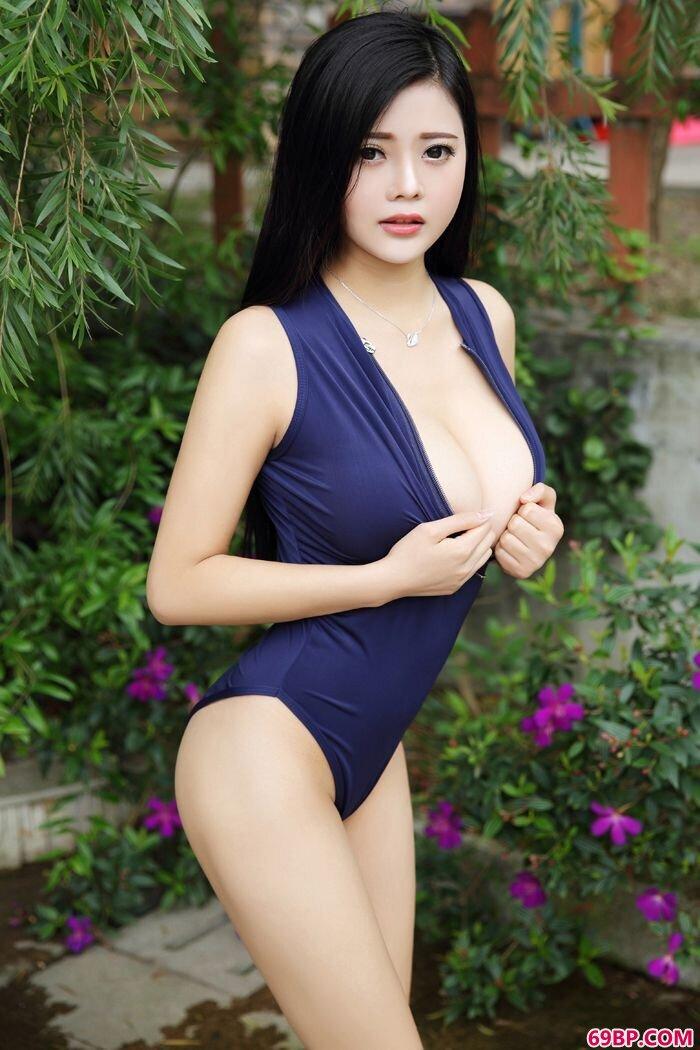 混血大学生林美惠子护士装秀柔嫩豪乳_gogo全球人体私处特写