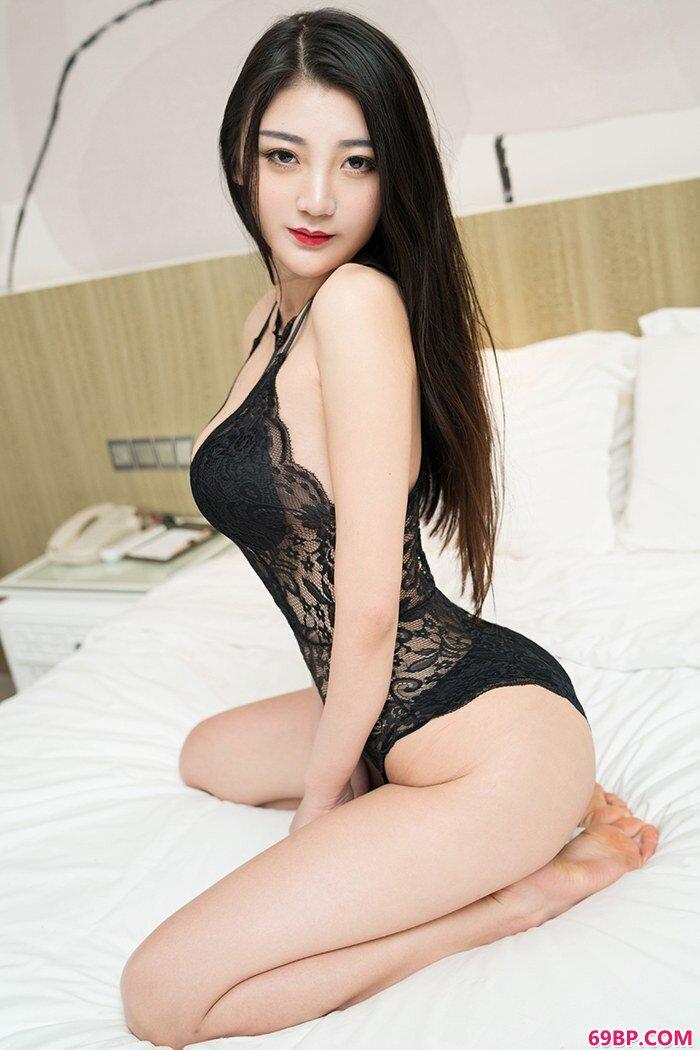黑丝女神刘懿萱热辣身材诱人欲火_白应菲西西人体艺术