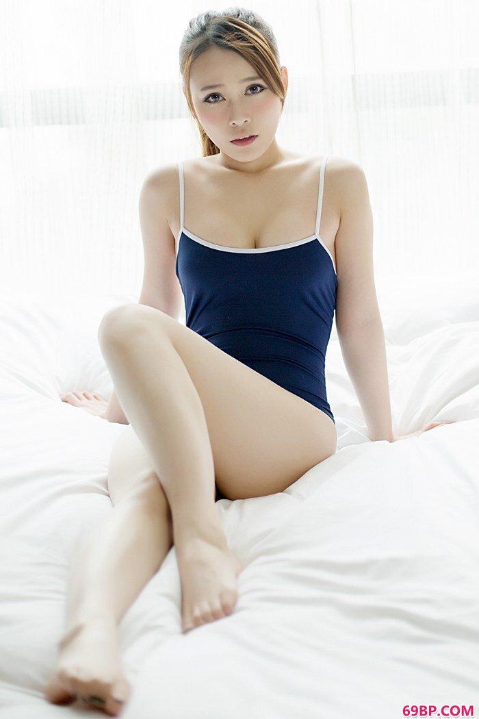 漂亮靓女carol酱胸线迷人难遮禁区_上一篇露出30P