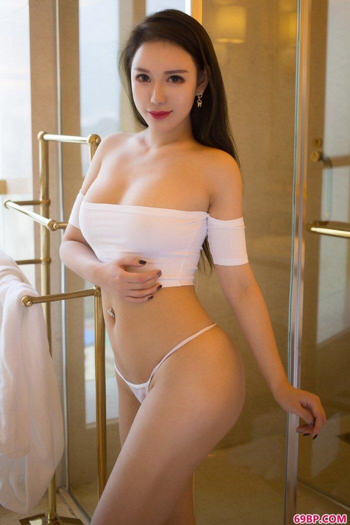 冰山美女尤妮丝丰乳翘臀深夜撩人_360搜索西西人体
