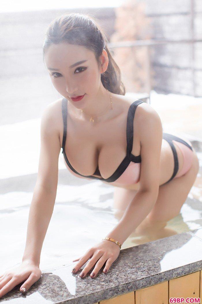 妖娆嫩模周于希温泉中白净胴体诱惑_国模孕妇人体季�h大胆图
