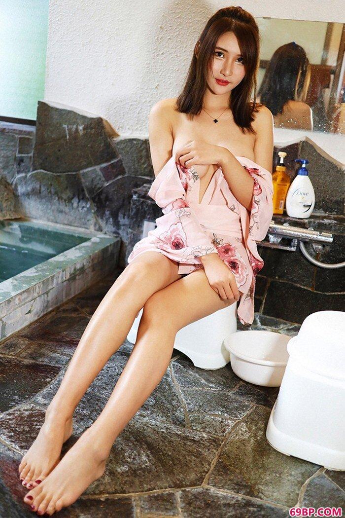 魅力尹菲湿了白纱长裙也湿了你的心_西西人体44ret专业美女人体