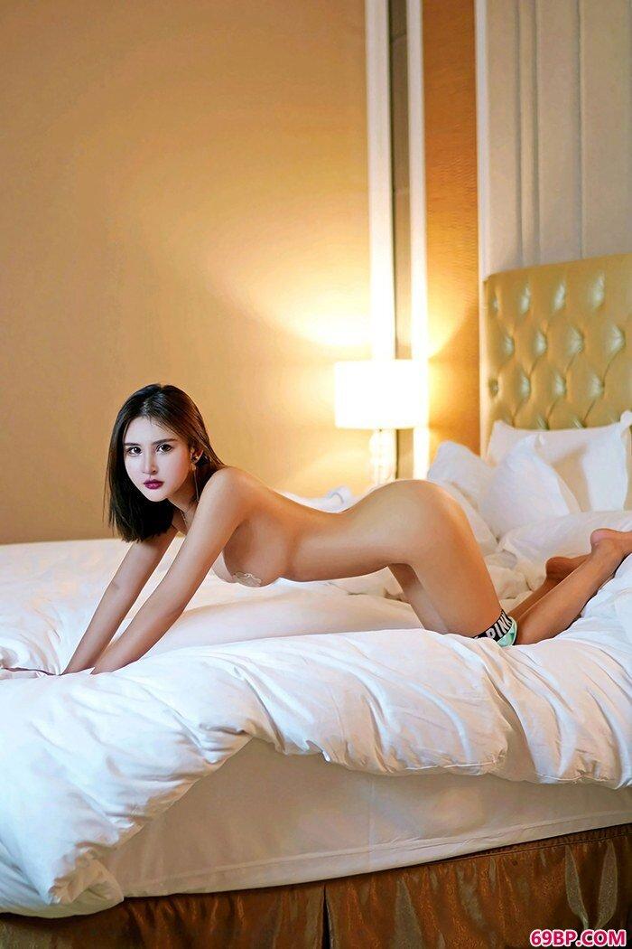 性感裸模尹菲滑嫩双乳挺翘翘臀很迷人_G0G0美女人体