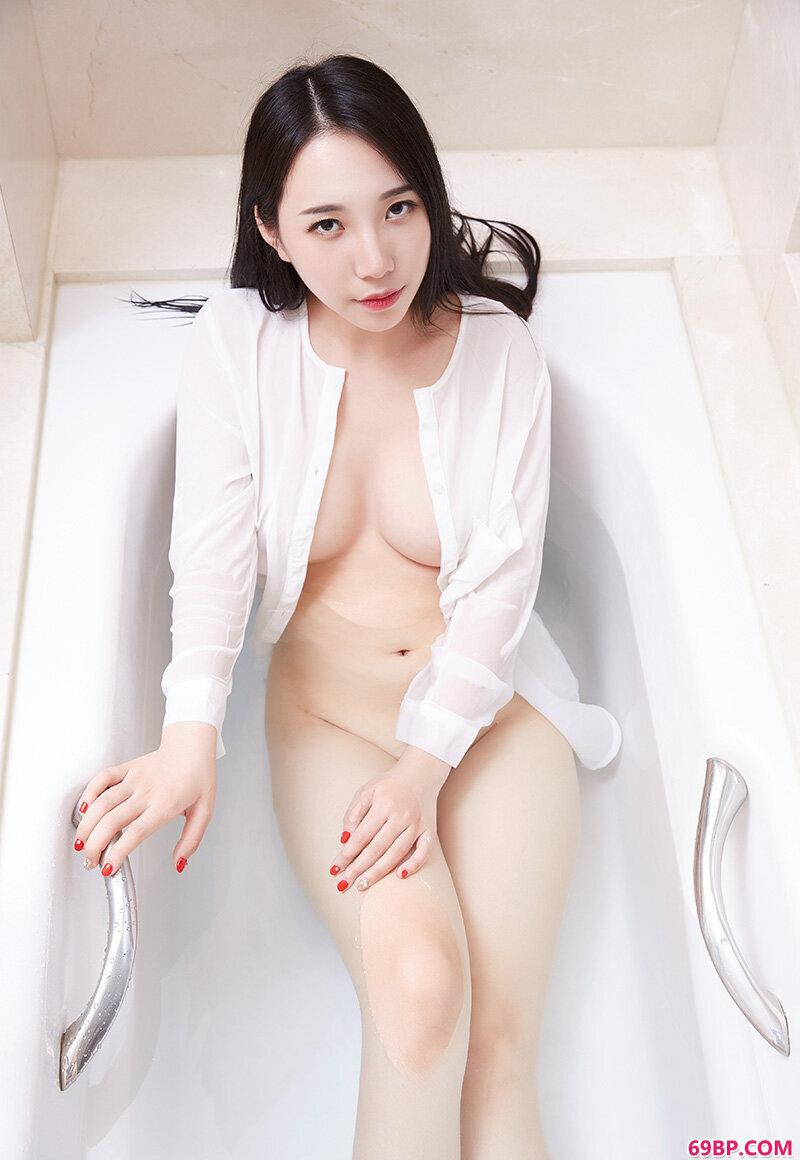 巨乳妹WINNI丰润身材挑逗欲望的极限_日本情趣内衣人体艺术