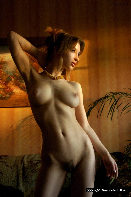 棚拍精品法国嫩模Anna的魔鬼身材