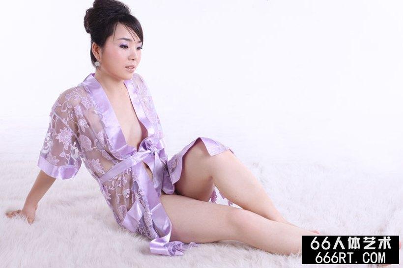 男体盛宴_模特莱莱09年2月15日室拍作品下
