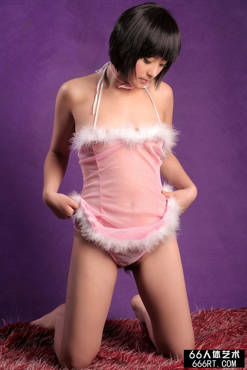 偷拍女朋友18p_名模娇姣07年12月5日内裤室拍