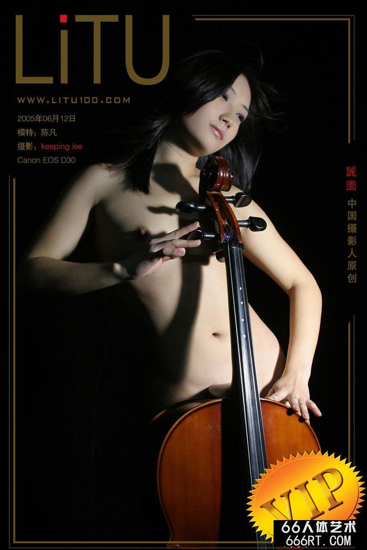 睡裙美女_陈凡05年6月12日室拍大提琴拉手