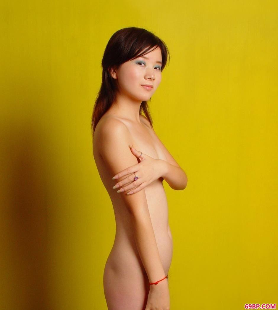 嫩模嘉怡写真棚里的妩媚人体