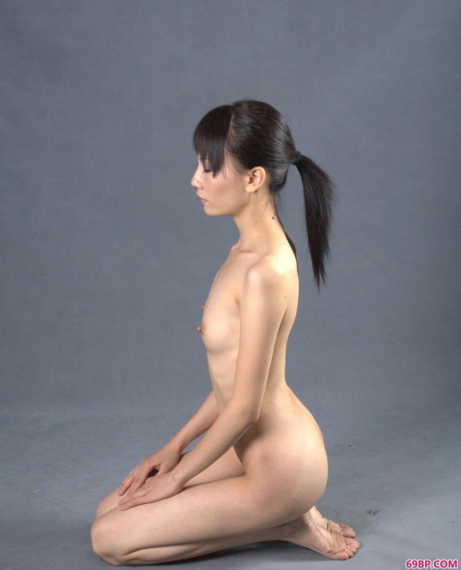 名模小郭室拍可人人体3_三女并排高高撅起的大白