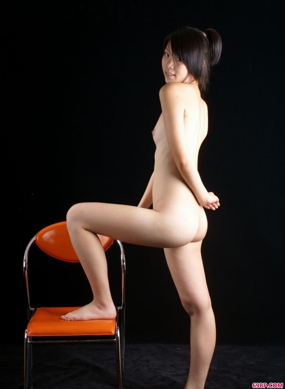 美模雨婷室拍凳子上的可人人体