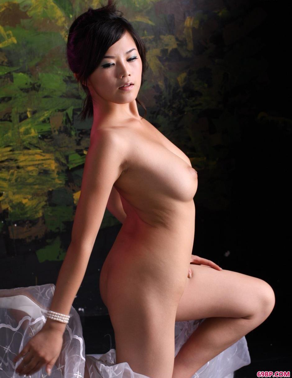 不知火舞cos_裸模可馨迷彩墙面前的纱巾美体2