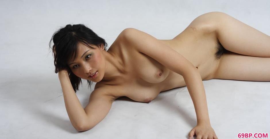 裸模纤纤沙发上的性感人体