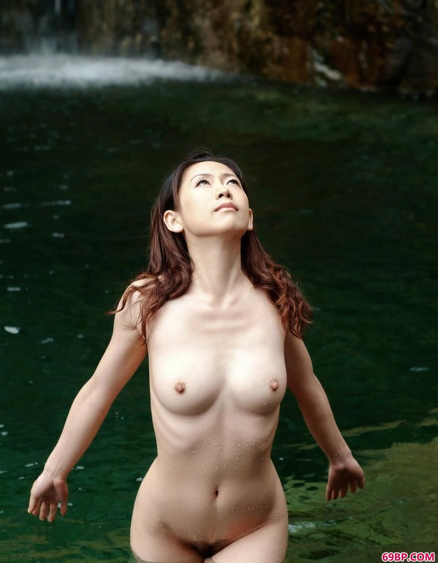 绿色生活泡温泉的秋雨1