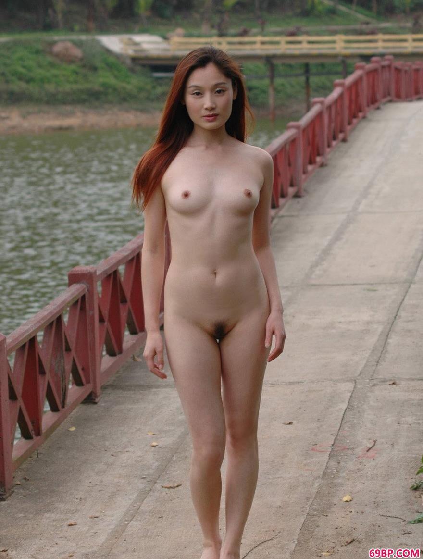 美模王丹和珊珊人体高尔夫1