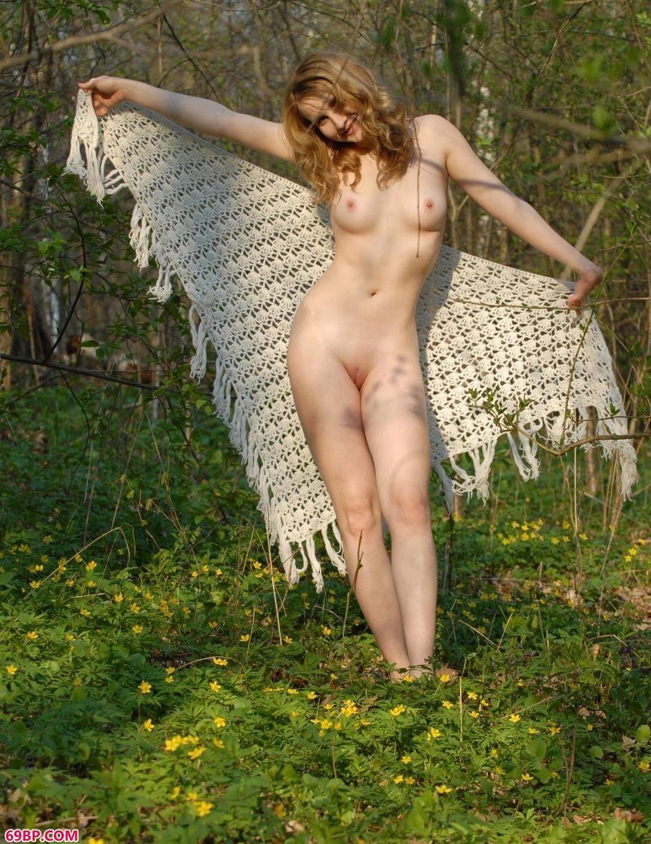 美模安雅Anya山上的白嫩人体