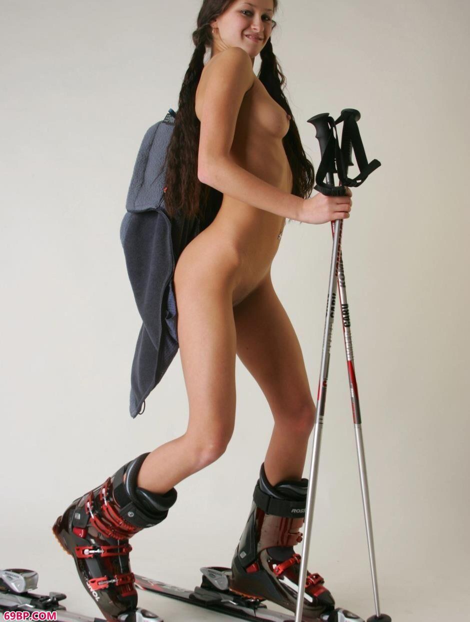 玛丽亚Maria室拍滑雪人体2_兄弟抱一下这首歌表达了什么