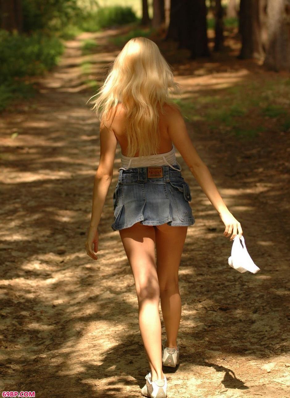 名模Spring森林里的清纯人体2