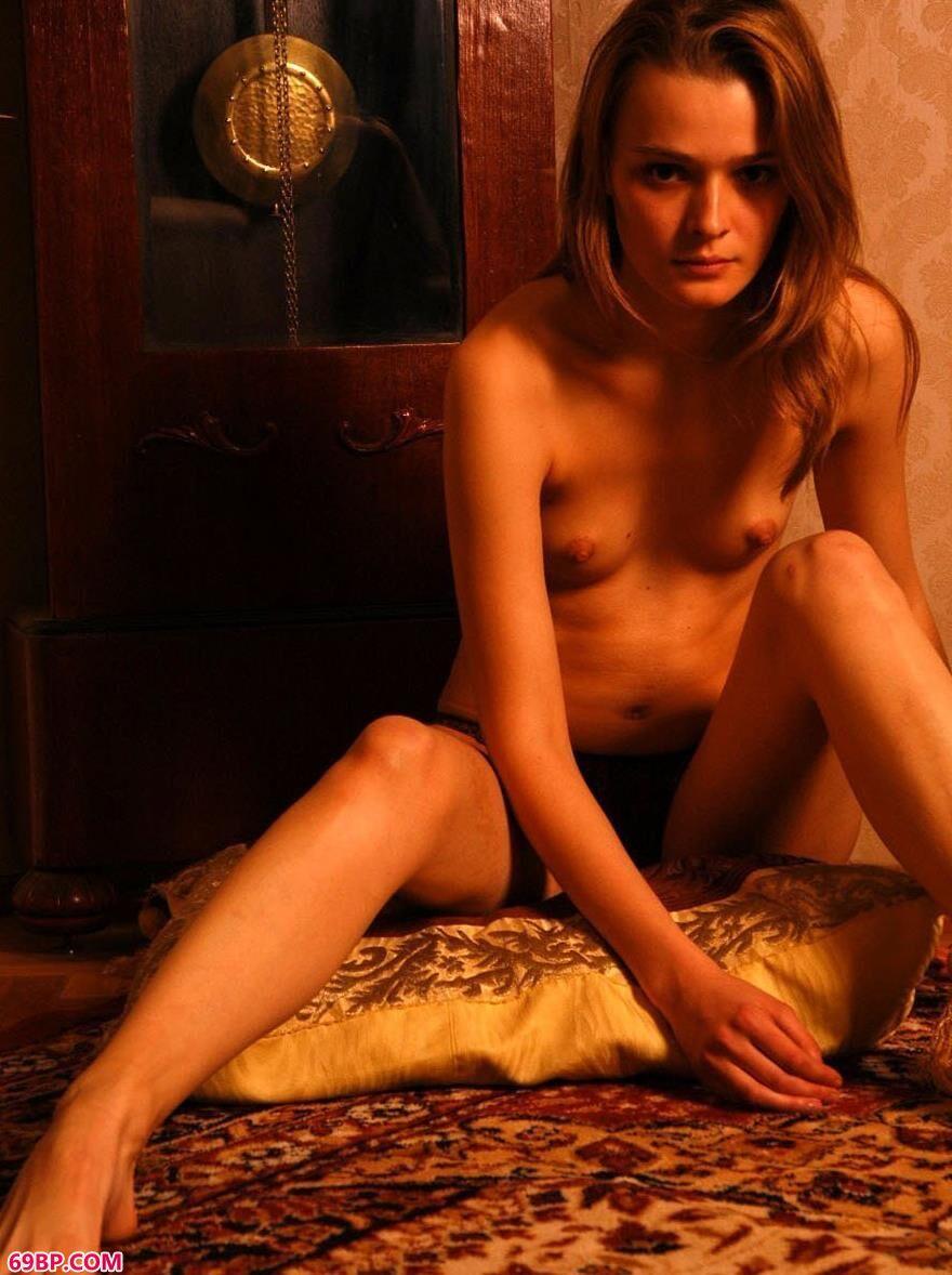 粉嫩柔软的绸缎上的美体2_极品美媚馆,人体美媚馆