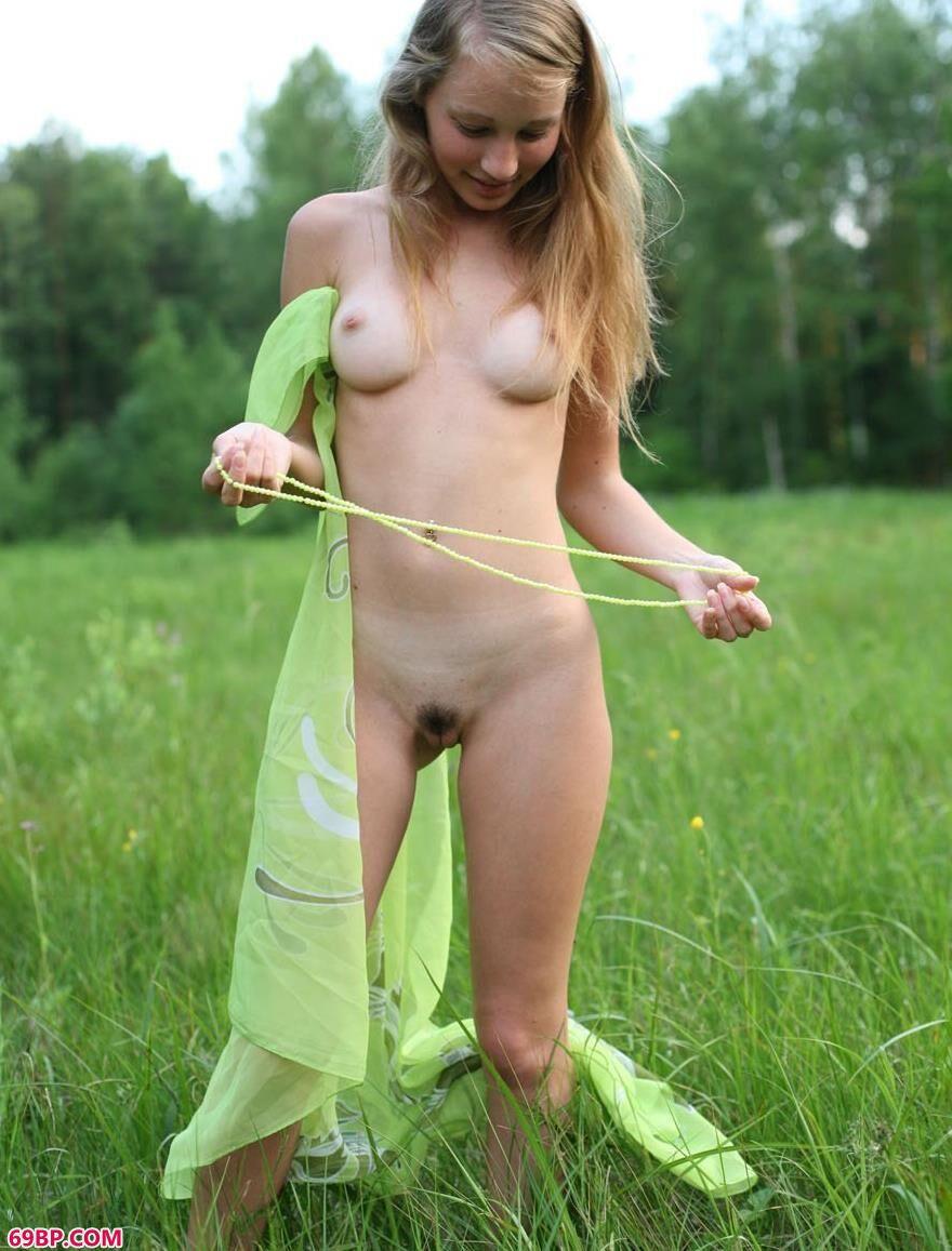 绿草地上美艳人体GREENDAY2
