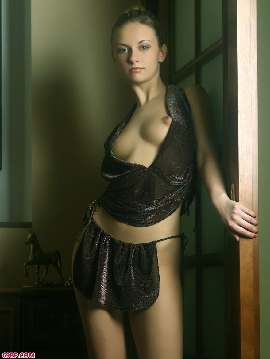 外国靓女琳达室内人体艺术3