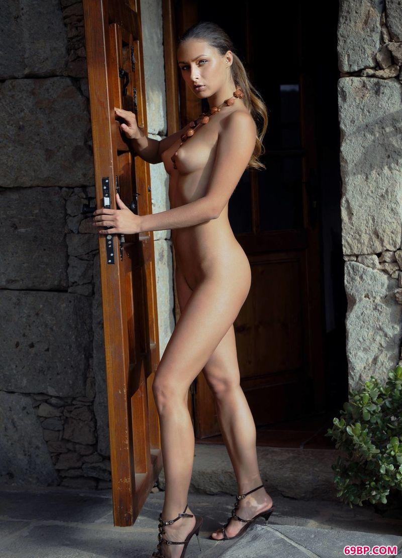 香喷喷女人味裸模Yarina_好看的qq头像