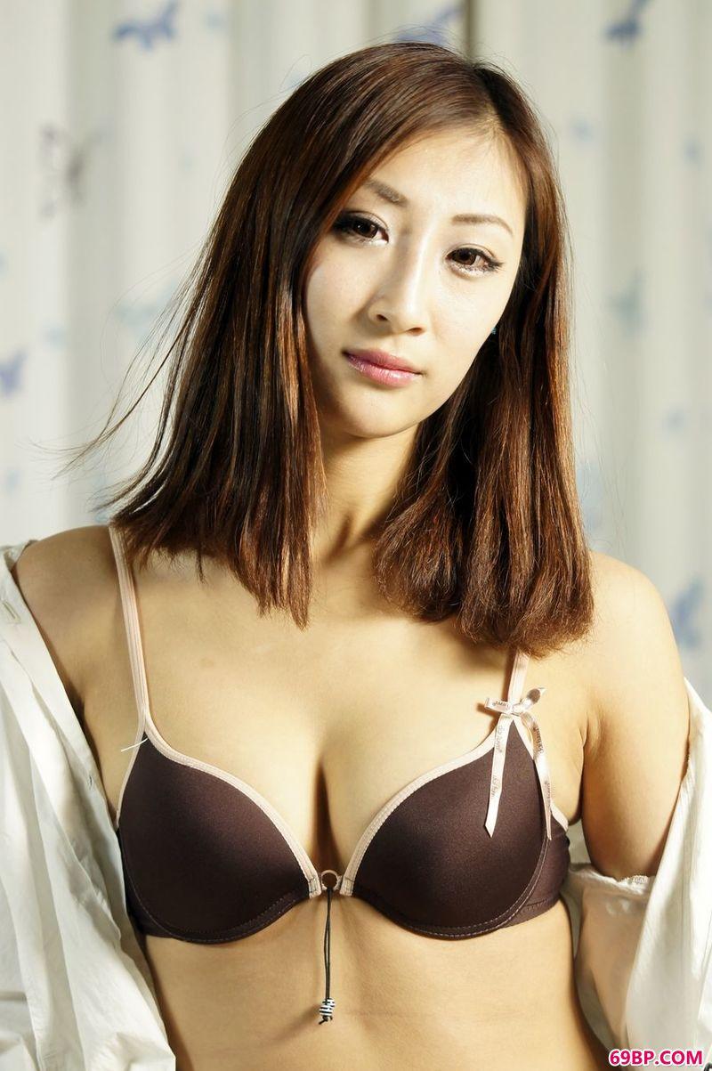 光影室内美体裸模伊诺娃