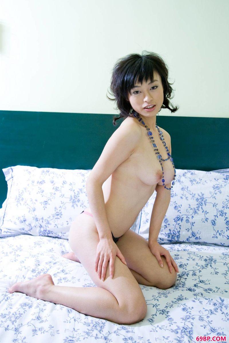 gogo嫩模YUMI家中艺术写照