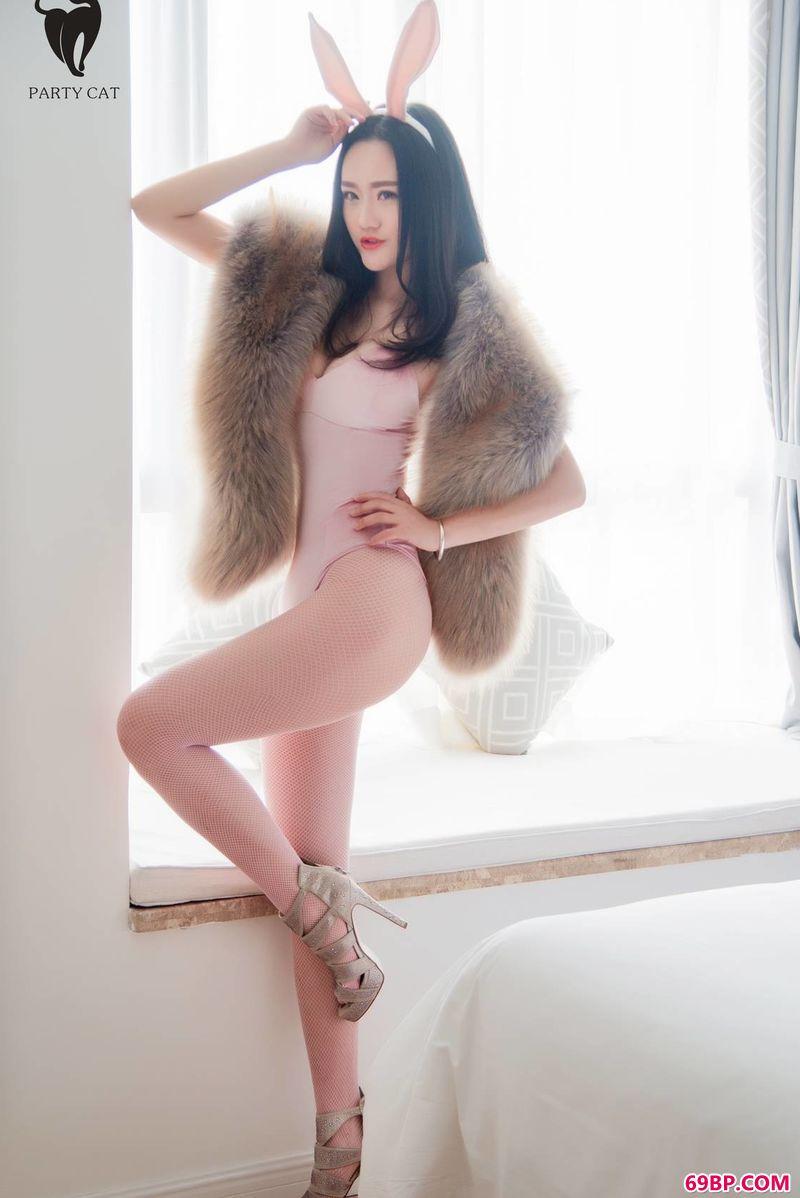 充满情趣的裸模人体写真